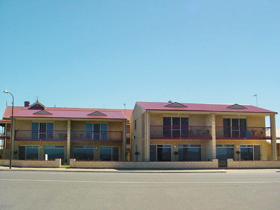 Tumby Bay Hotel Seafront Apartments - Accommodation Gold Coast