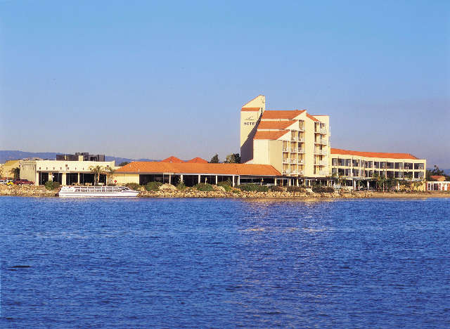 The Lakes Resort Hotel - Accommodation Gold Coast