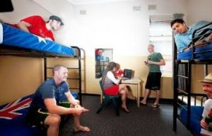 Maze Backpackers And Cb Hotel - Accommodation Gold Coast