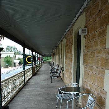 Hotel Mannum - Accommodation Gold Coast