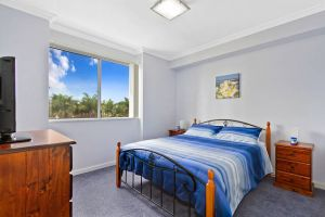 Lakeside Waterfront Apartment 18 - Accommodation Gold Coast