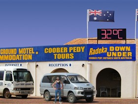 Radeka Downunder Underground Motel and Backpacker Inn - Accommodation Gold Coast