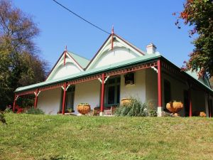 Ravenscroft and The Cottage - Accommodation Gold Coast