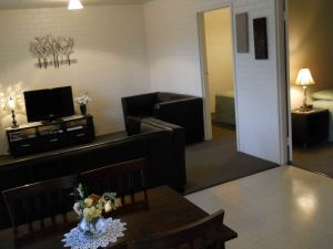 BJs Short Stay Apartments - Accommodation Gold Coast