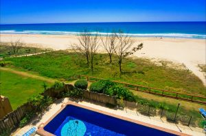 Pelican Sands Beach Resort - Accommodation Gold Coast
