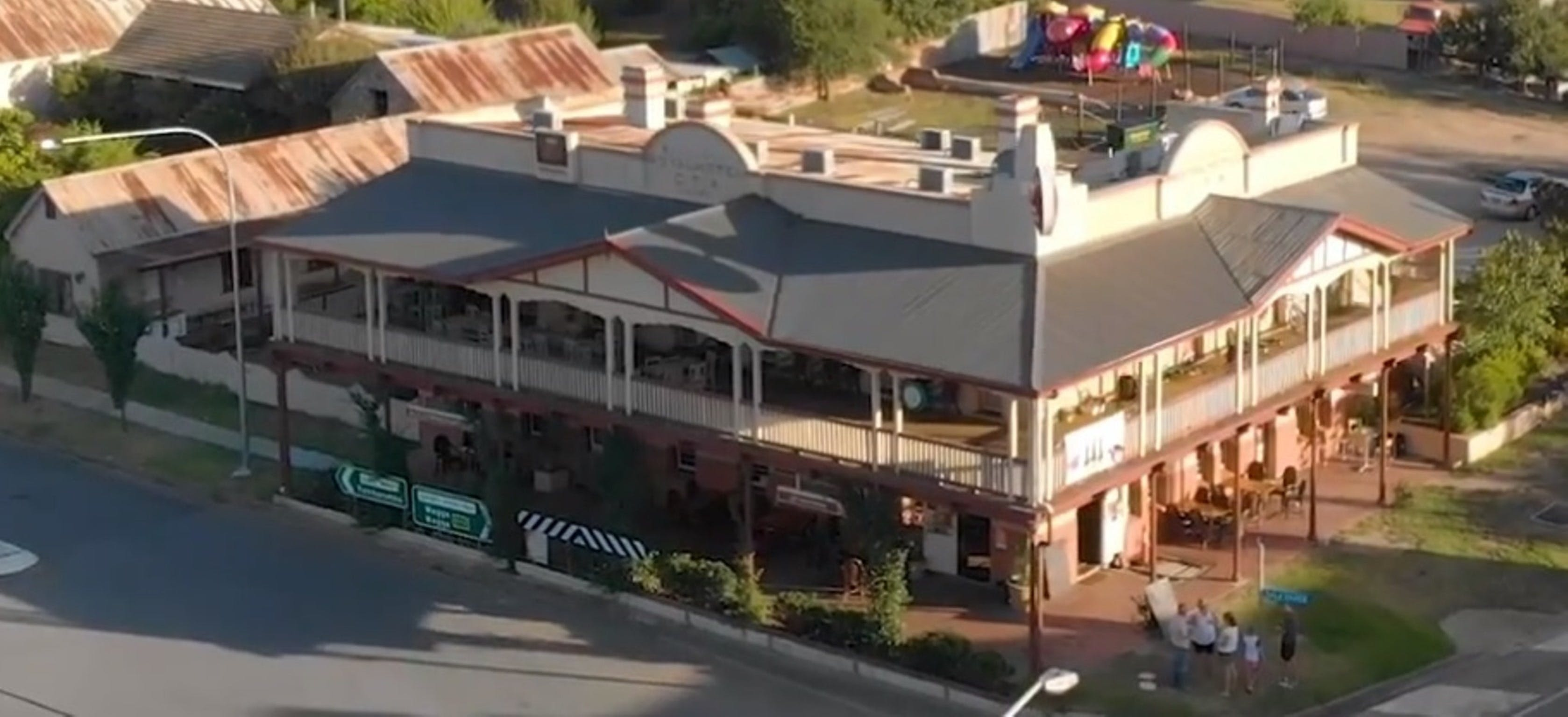 Royal Hotel Adelong - Accommodation Gold Coast