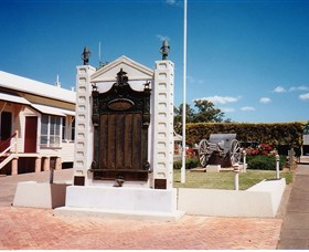 Gayndah War Memorial - Accommodation Gold Coast
