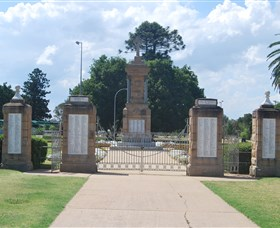 Warwick War Memorial and Gates - Accommodation Gold Coast