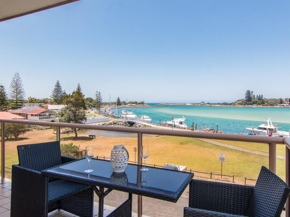Shoreline 7 with 180 degree water views - Accommodation Gold Coast