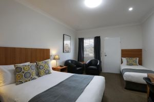Cadman Motor Inn and Apartments - Accommodation Gold Coast