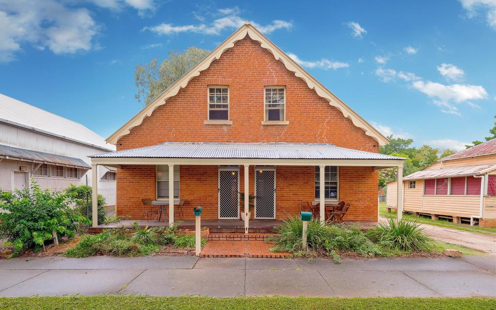 Eliza 1875 Red Brick Duplex Townhouse - Accommodation Gold Coast
