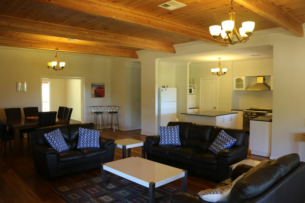 Burton Farmhouse - Accommodation Gold Coast