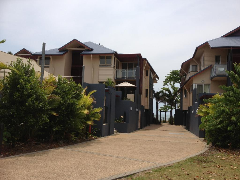 Beach House Apartment 1 - Accommodation Gold Coast